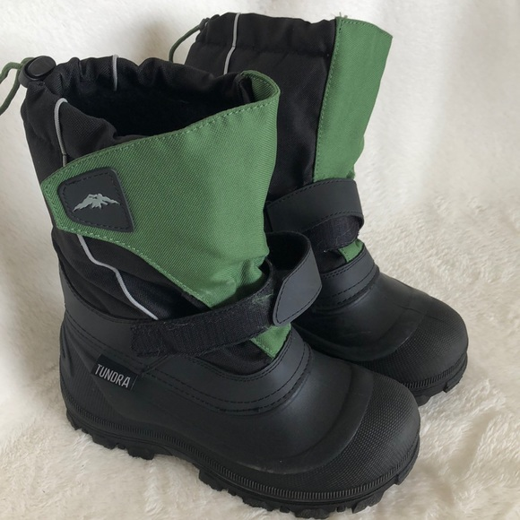 """Tundra Other - Tundra black/green snow boots. 10.5"""" high Size 9."""